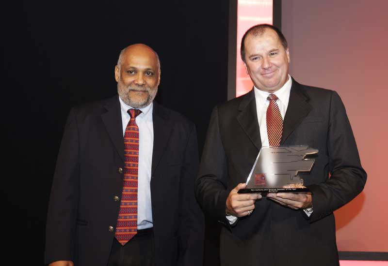 Gulftainer's Peter Richards (on right) receiving the award.